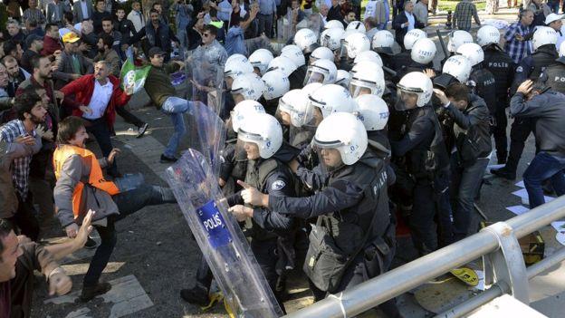 Премьер-министр Турции обвинил ИГИЛ в организации взрывов в Анкаре