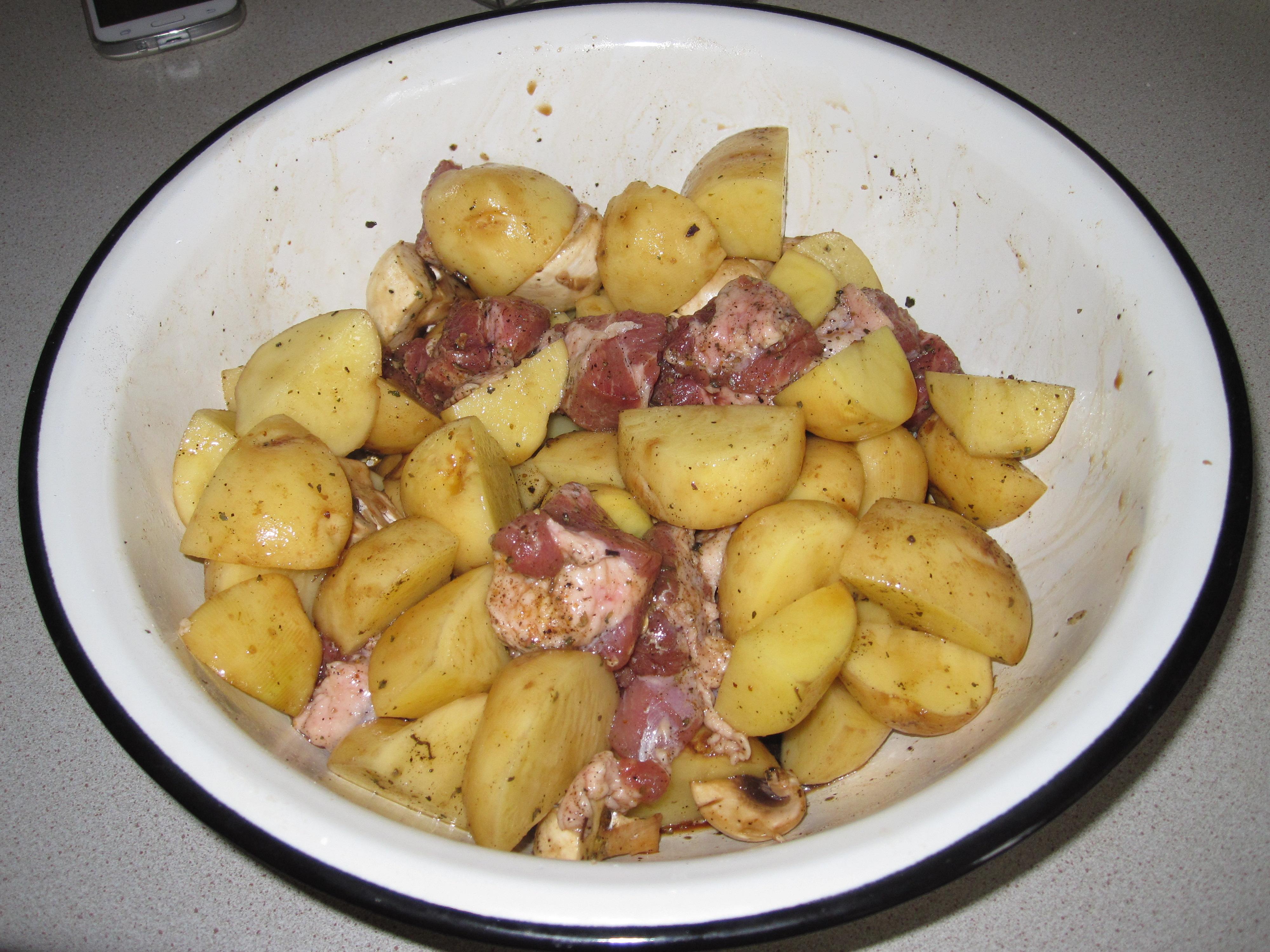 Картошка с сосисками и сыром в духовке рецепт пошагово в