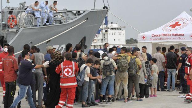 ЕС начал перехватывать суда с мигрантами