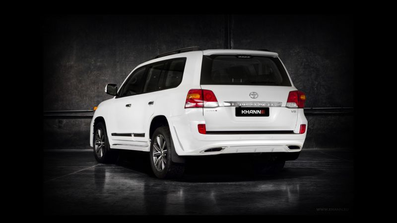 Toyota Land Cruiser 200 c новым обвесом