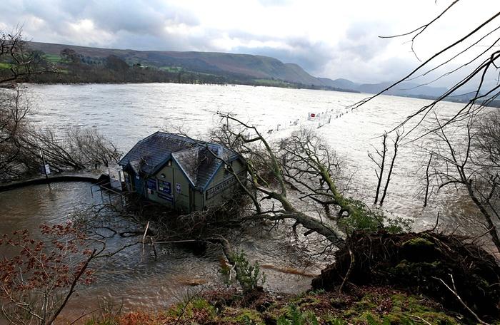 Шторм Десмонд вызвал наводнения в Великобритании