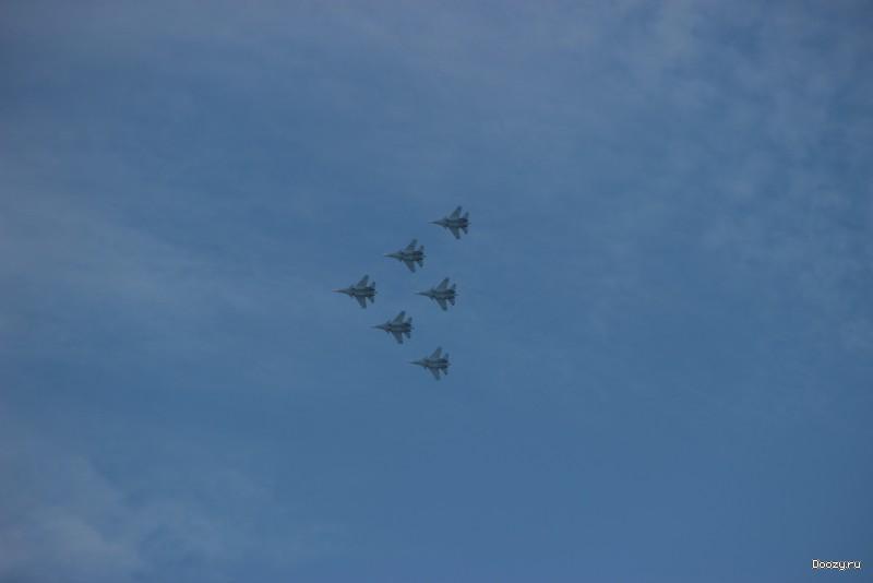 Самолеты Су-30СМ над городом