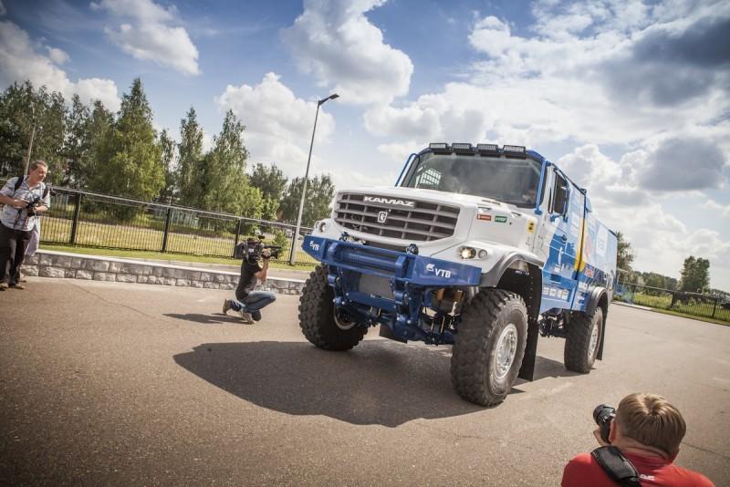 На «Дакаре-2016» выступит КАМАЗ с кабиной от Мерседеса