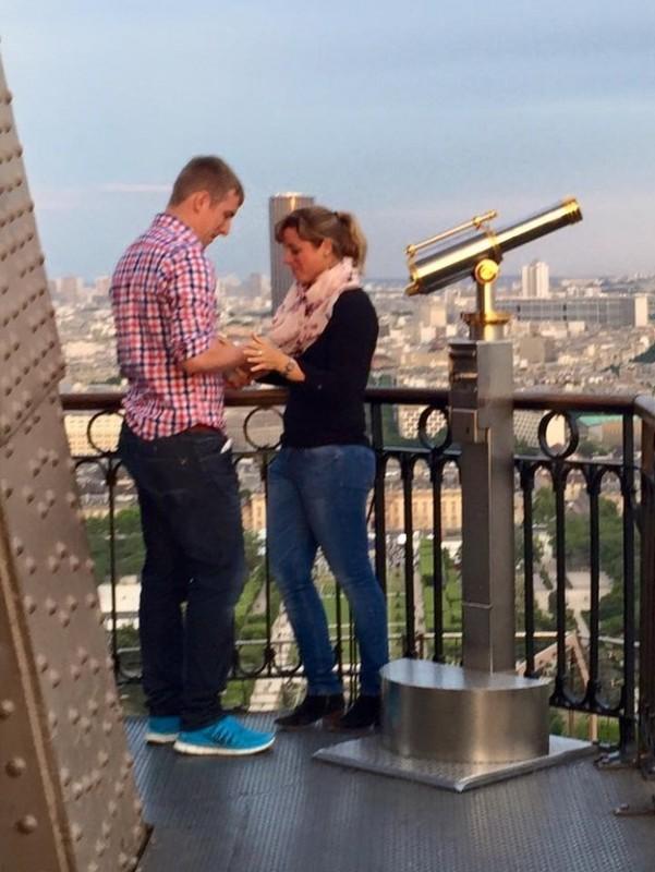 Разыскивается пара, обручившаяся на Эйфелевой башне