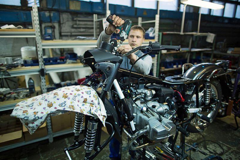 """Откуда родом мотоцикл """"Урал"""" с коляской: фоторепортаж с ИМЗ"""