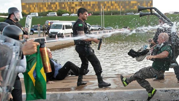 В Бразилии демонстранты потребовали вернуться к военной диктатуре