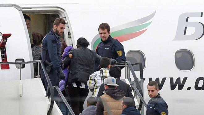 Мигранты массово покидают Германию