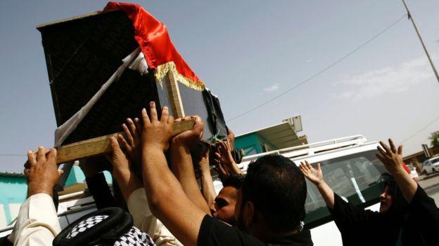 Десятки людей погибли в результате терактов в Багдаде