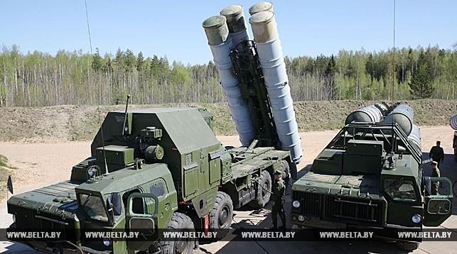 Белорусская армия поставила на боевое дежурство новый зенитный комплекс С-300