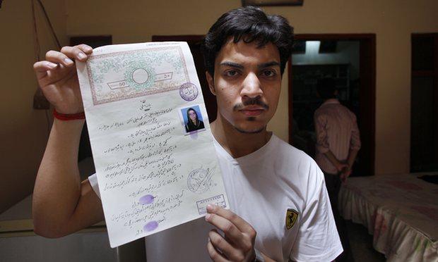 В Пакистане мать заживо сожгла дочь за замужество против воли родителей