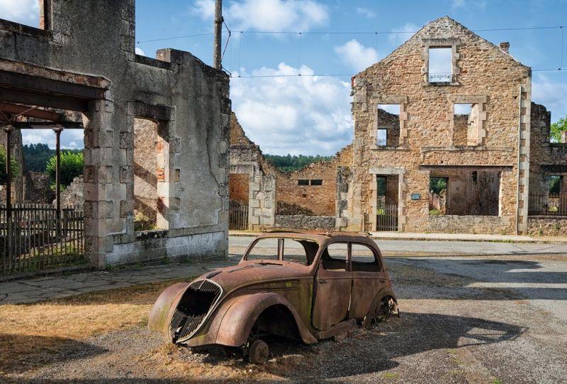 Кирон Коннели издал книгу с фотографиями заброшенных мест