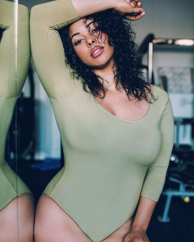 Плюс-сайз модель Табрия Мэйджорс повторила фотосеты моделей Victoria's Secret