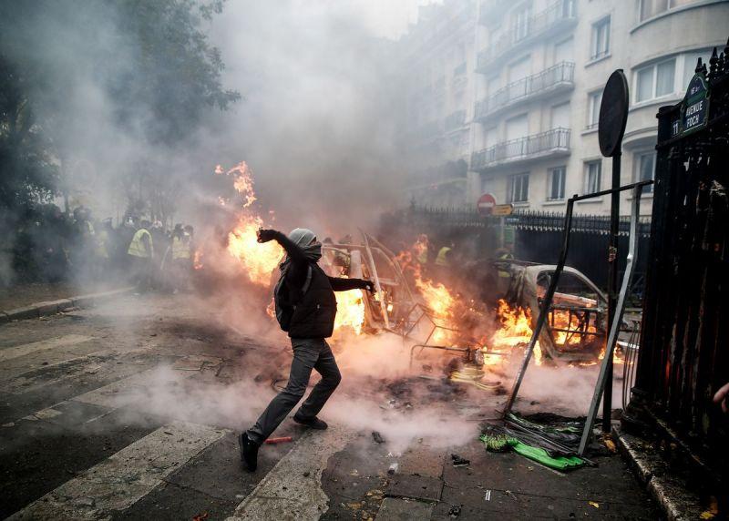 Протесты в Париже: фотогалерея