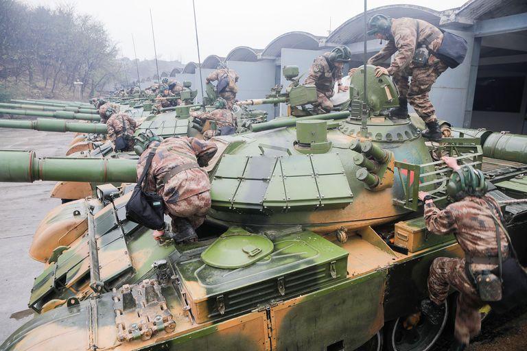 Китай испытал беспилотные танки