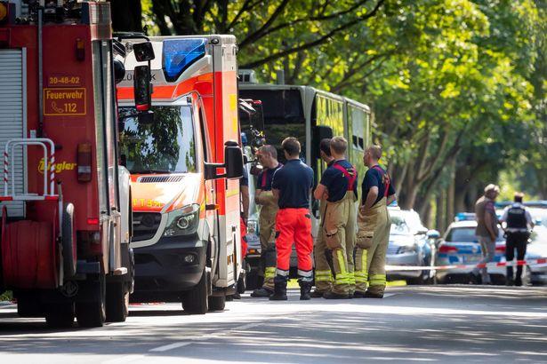 Террорист ранил 14 человек ножом в Германии