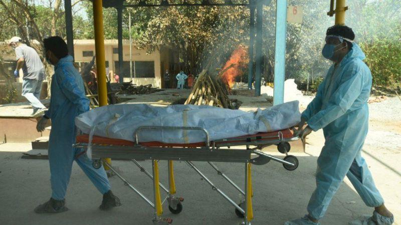 Всплеск COVID в Индии: пациенты погибают без кислорода