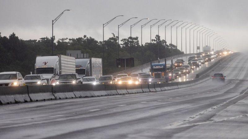 Десятки тысяч человек покинули Луизиану из-за урагана Ида