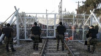 Греческая полиция разогнала демонстрацию беженцев у границы с Македонией