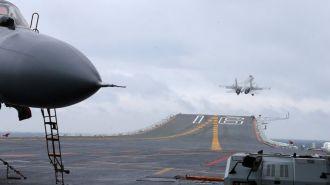Китайский авианосец вошел в Тайваньский пролив