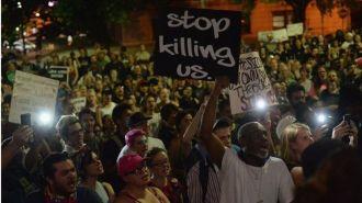 Трое полицейских из Сент-Луиса пойдут под суд за избиение темнокожего коллеги