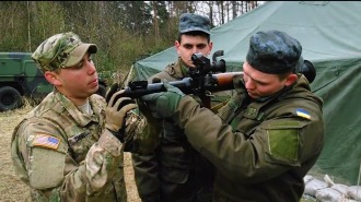 Американцы учат украинцев обращению с автоматом Калашникова и РПГ-7