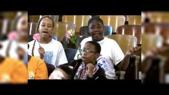 Школьный хор поддержал учителя со страшным диагнозом