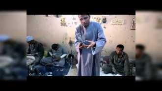 Египтяне продают камни ручной работы