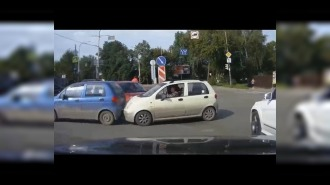 Из-за неприличного жеста женщина на Daewoo Matiz попала в аварию