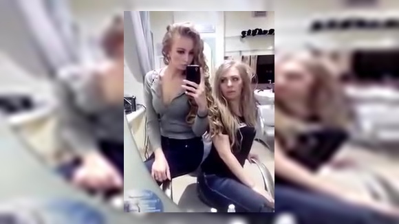 Две блондинки и телефон