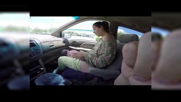 Американка родила ребенка в машине. Посмотрите на спокойствие папы!