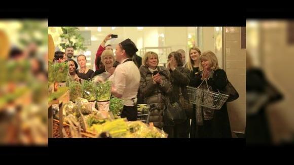 Как за несколько секунд превратить нормальный супермаркет в сумасшедший дом
