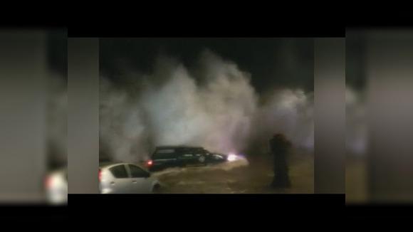 На побережье Чили разбушевался Эль-Ниньо: волны переворачивают автомобили